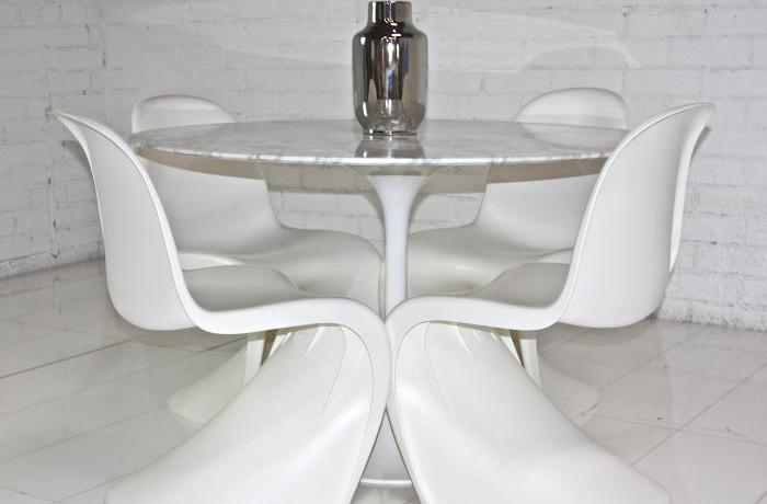 Eero Saarinen Style Round Marble Dining Table