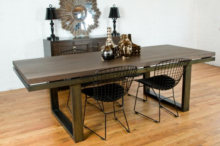 Neutra Dining Table Walnut/Oiled brass