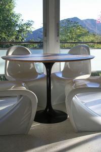 Www Roomservicestore Com Eero Saarinen Style Round