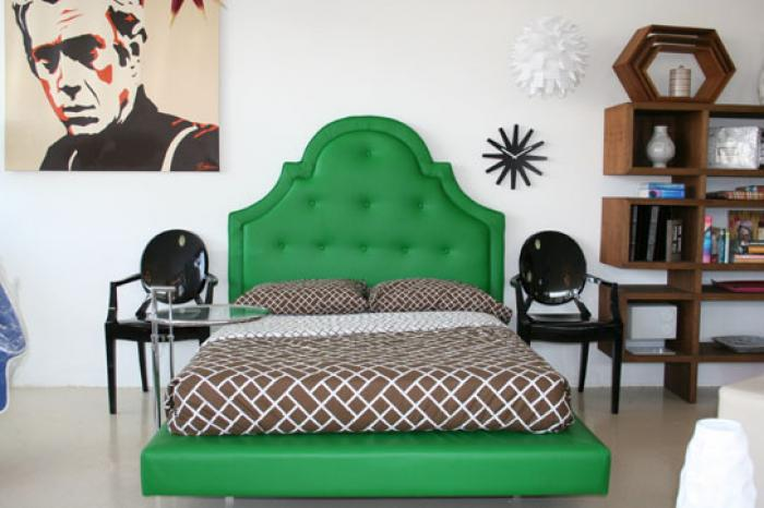 Hollywood Bed in Kelly Green