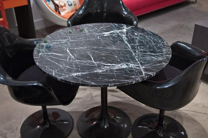 Saarinen Style Tulip Dining Table in Black Marble