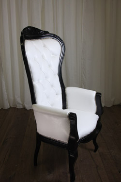 http://www.roomservicestore.com/images/wingchairs/riviera_wing_chair_with_arms2_250.jpg